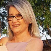 1º Secretária, casada com Edvaldo Gomes e mãe de Rodrigo e Heloísa.