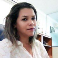 2º Secretária, pedagoga, é casado com Adriano e mãe de quatro filhos: Thiago, Wellison, Júnior e Mateus .